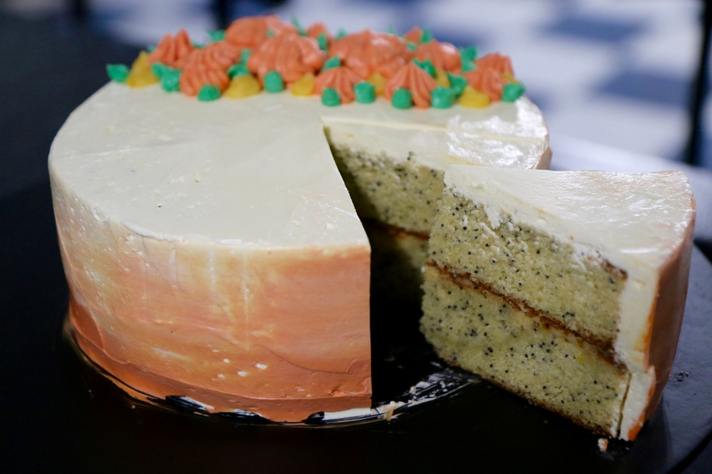 How To: Poppy Seed Cake with Mandarin Curd and Vanilla Buttercream ...